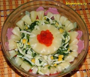 Салат кальмары, кукуруза и ананас