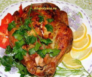 Курица, жаренная с яблоками в духовке