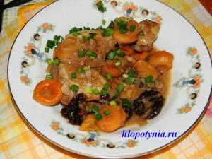 готовая курица с сухофруктами